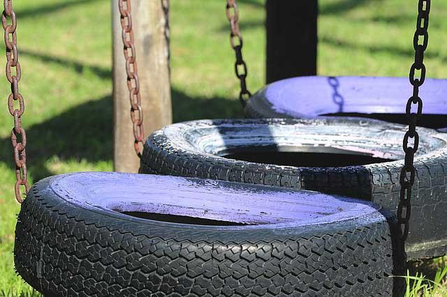 Balançoire fabriqué à l'aide de pneu recyclé