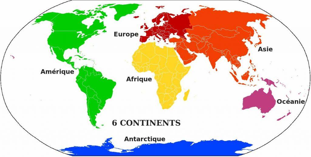 Carte qui montre sur le globe terrestre chaque continents avec une couleur spécifique pour se faire une idée de la taille.