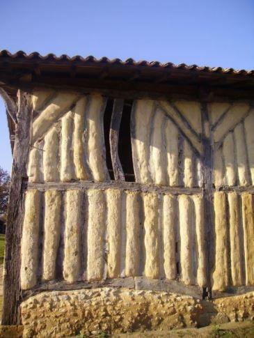 Le mur d'une maison avec du Torchis