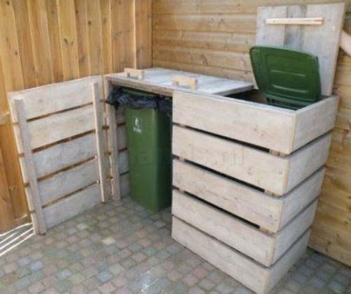 Un abri à poubelle pour cacher les poubelles fabriquer en bois à l'aide de palette