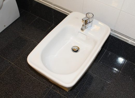 Image d'un bidet dans une salle de bain